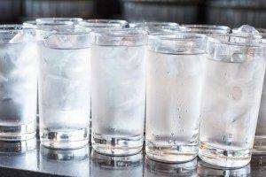 ضرر نوشیدن آب یخ از نگاه ابوعلی سینا