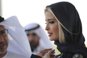 ایوانکا ترامپ با حجاب و پا برهنه در مسجد شیخ زاید! عکس