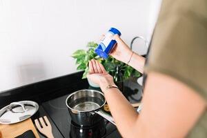غرغره کردن آب نمک در پیشگیری از کرونا موثر است؟