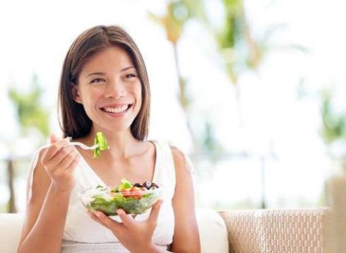 11. با خوردن تخم مرغ زودتر احساس سیری می کنید و کمتر می خورید