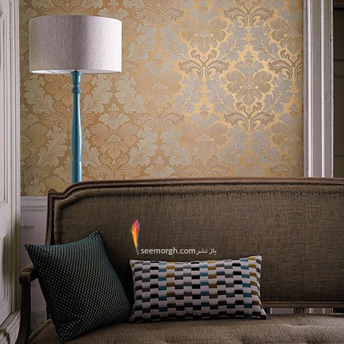 ست کردن کاغذ دیوای با مبلمان شزلون قهوه ای طلایی - عکس شماره 2