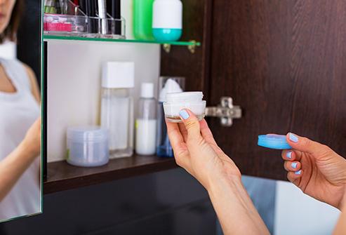 12. انباری از محصولات بهداشتی آرایشی دارید