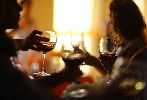 2. نوشیدنی الکلی می خورید