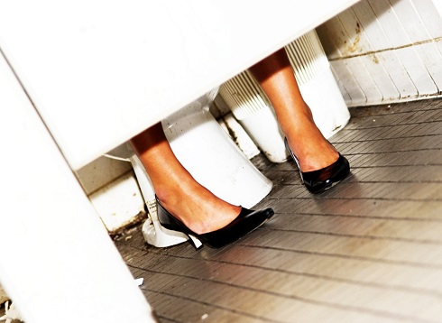 6. علایم یائسگی:افزایش ادرار و نشست ادرار