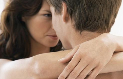 7. علایم یائسگی: درد در طی رابطه جنسی