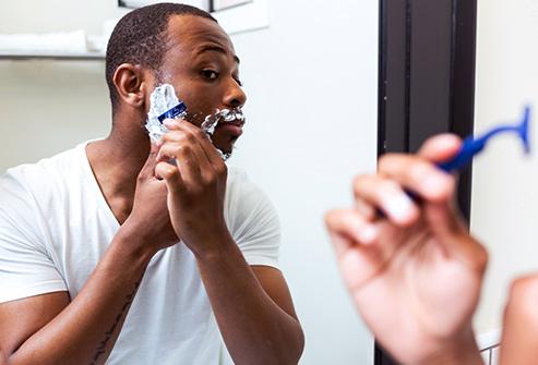 9. تیغ ریش تراشی خود را تعویض نمی کنید