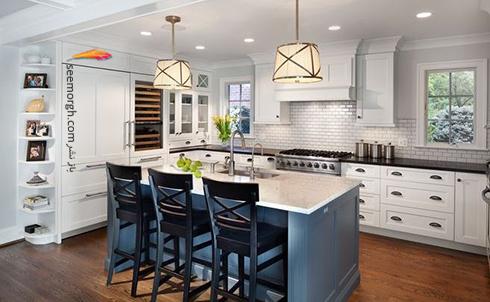 کابینت جزیره ای آبی در آشپزخانه سفید