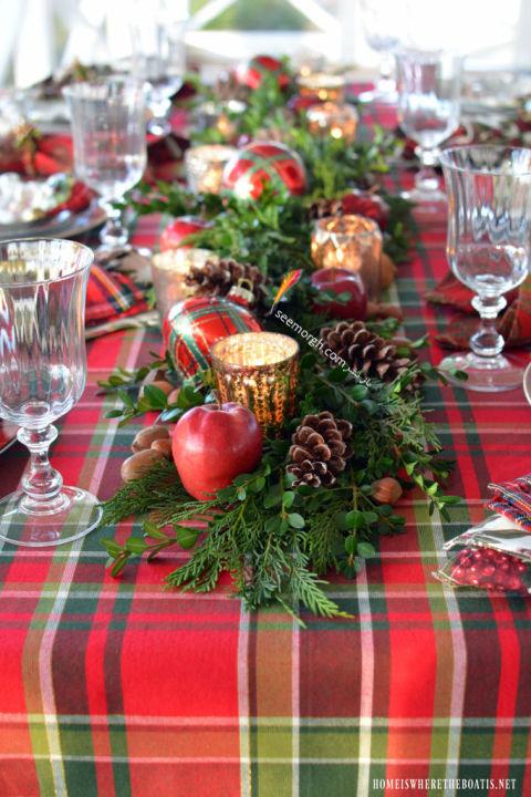 تزیین میز شام کریسمس با تخم مرغ و میوه درخت کاج
