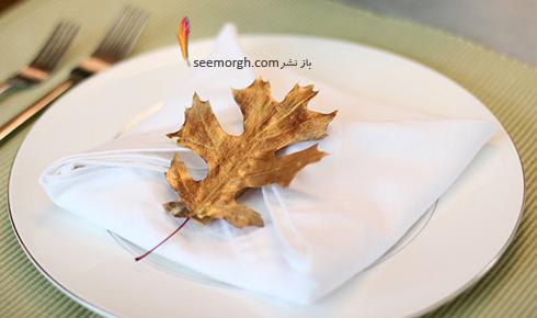 تزیین میز شام کریسمس با برگ های طلایی
