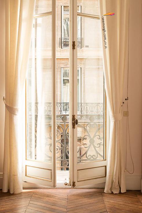 ست کردن فرش با ترکیب رنگی سورمه ای، سفید و نارنجی با پرده - عکس شماره 8
