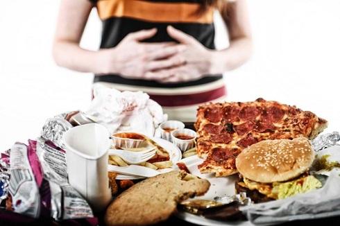 1.علت تنگی نفس بعد از غذا خوردن: بیش از حد غذا خوردن یا سریع غذا خوردن