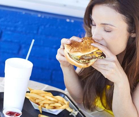 2. به افسردگی مبتلا می شوید اگر فست فود غذای مورد علاقه شماست