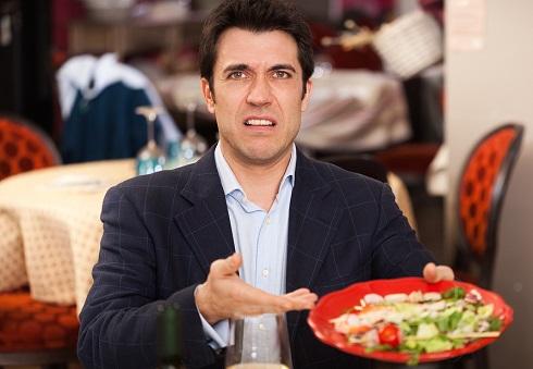 مسمومیت  غذایی در رستوران ها