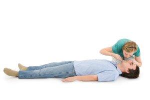 CPR چیست؟ چگونه احیای قلبی ریوی انجام دهیم؟