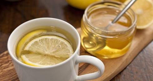 آب گرم با لیمو و عسل