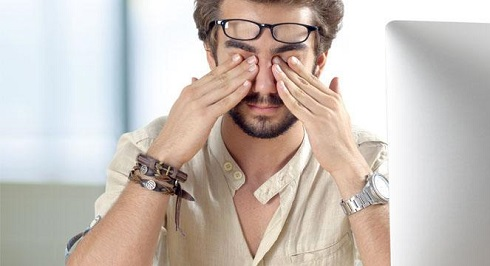 چطور خستگی چشم eye strain را تشخیص دهیم؟