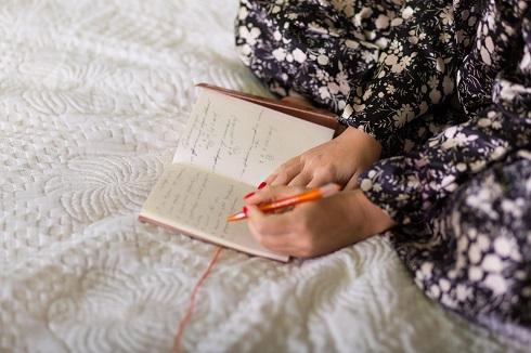 نوشتن وقایع روزانه برای خواب