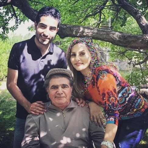 محمدرضا شجریان در کنار همسر و فرزندش