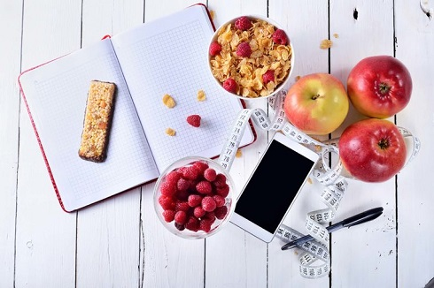 3. برای کاهش وزن پیگیر چیزهایی که می خورید باشید