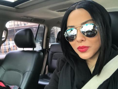 سلفی لیلا اوتادی در اتومبیل شخصی اش