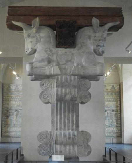 سر ستون تخت جمشید در موزه لوور فرانسه