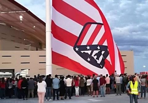 پرچم برعکس باشگاه اتلتیکومادرید