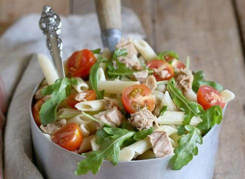 پاستا را با سبزیجات مخلوط نمایید