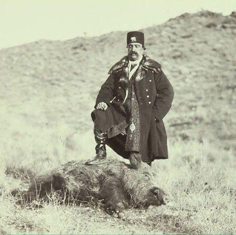 عکس یادگاری ناصرالدین شاه با گراز!