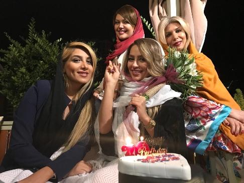 جشن تولد سمانه پاکدل در کنار دوستانش