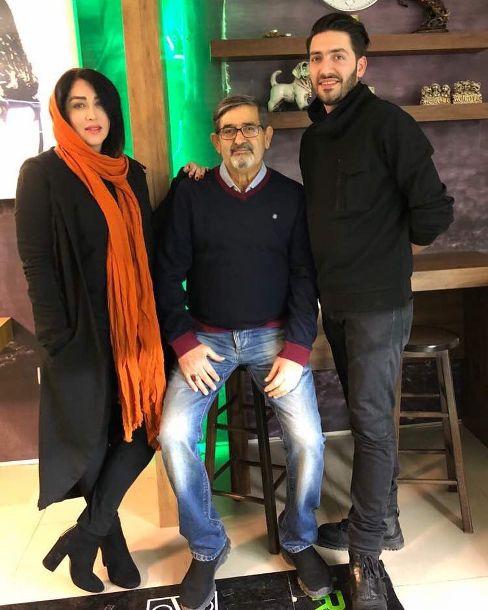 سارا منجزي د ر کنار پدرش و برادرش علي منجزي