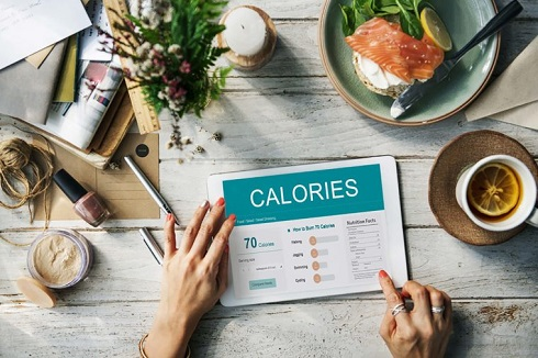 2. برای کاهش وزن کالری مصرفی روزانه خود را تنظیم کنید
