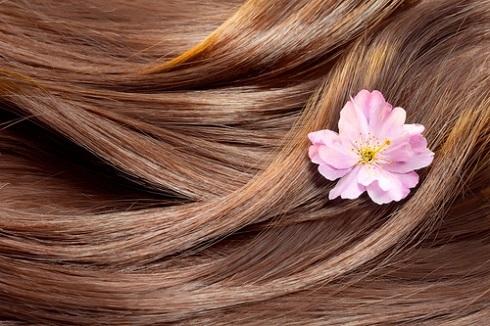 رشته های مو را تقویت و ترمیم می کند