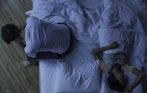 علت بدخوابی شما شخصی است که کنارتان خوابیده است