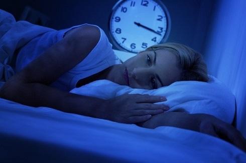 شب از خواب بیدار می شوید