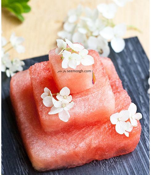 مرحله سوم تزیین کیک هندوانه ای برای شب یلدا عروس