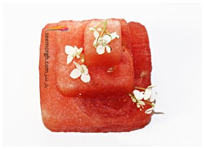 مرحله دوم تزیین کیک هندوانه ای برای شب یلدا عروس