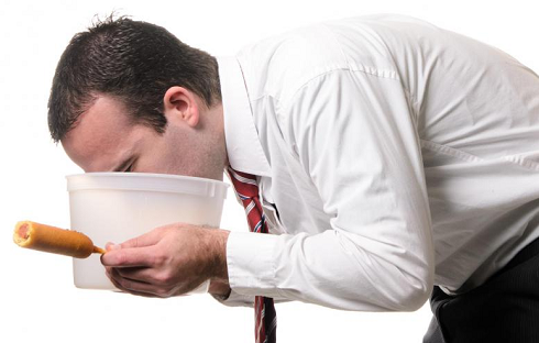 چه چیزی باعث مسمومیت غذایی می شود