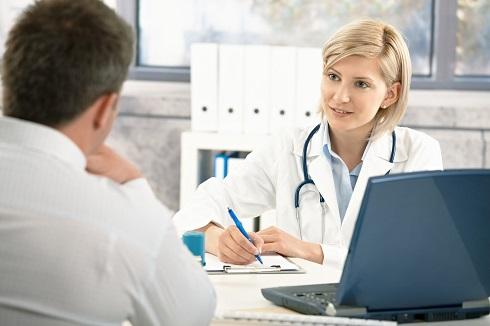 چه زمانی باید برای مسمومیت غذایی به پزشک مراجعه کنم