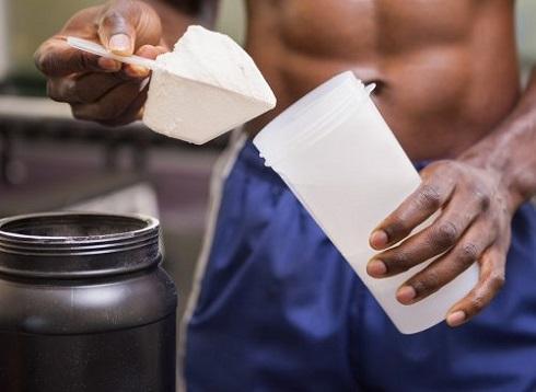 آب پنیر بر پایه پروتئین چاق تان می کند