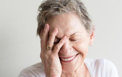 بعد از 50 سالگی با پوست خود راحت تر می شوید