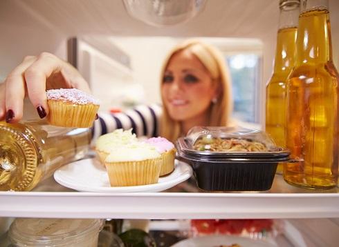 خوراکی های وسوسه کننده را از خودتان دور نمی کنید