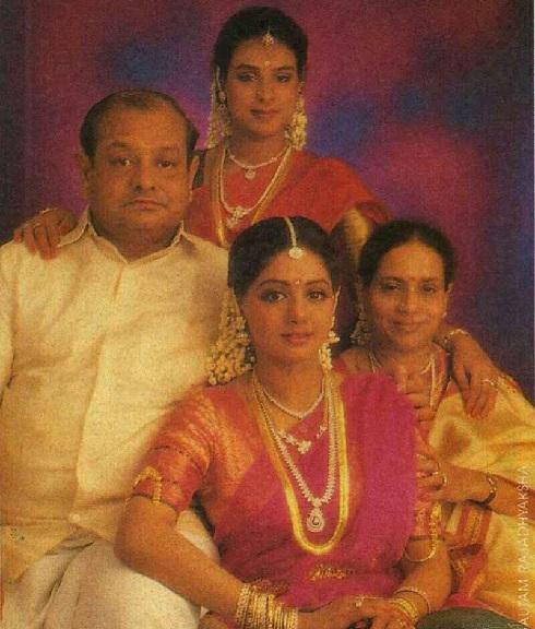 سری دیوی در کنار خانواده اش