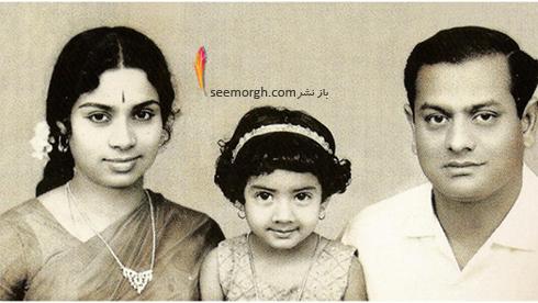 سری دیوی در کنار پدر و مادرش