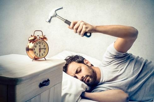 مضرات خاموش کردن مداوم زنگ و چرت زدن دوباره برای سلامت