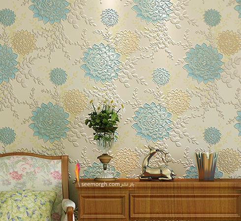 کاغذ دیواری زمینه سفید با گل های آبی و کرم