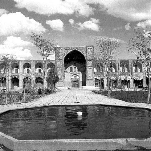 محوطه مجموعه گنجعلی خان کرمان در گذشته