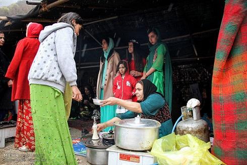 پخت غذاهای سنتی عید نوروز در روستای ساتیاری