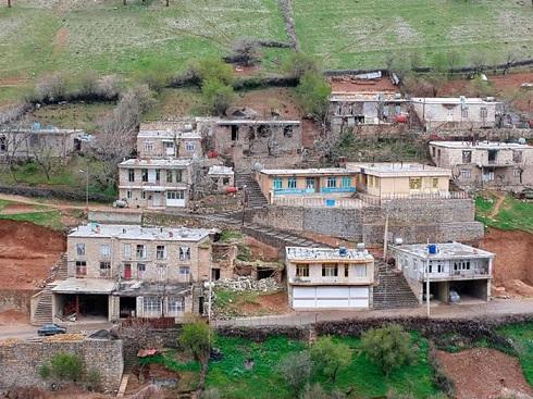 نمایی از منازل روستای ساتیاری