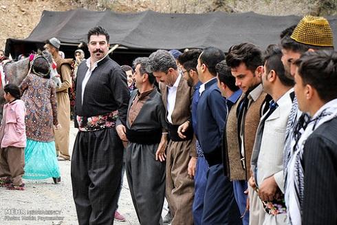 رقص کردی مردان روستای ساتیاری در جشن عید نوروز