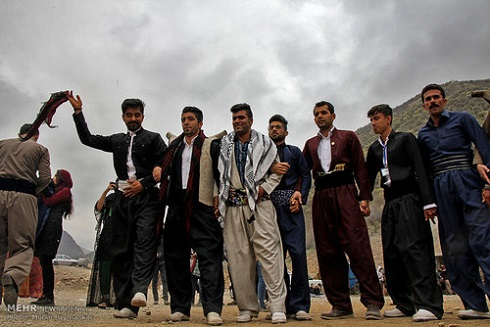 رقص کردی بومیان روستای ساتیاری در جشن عید نوروز
